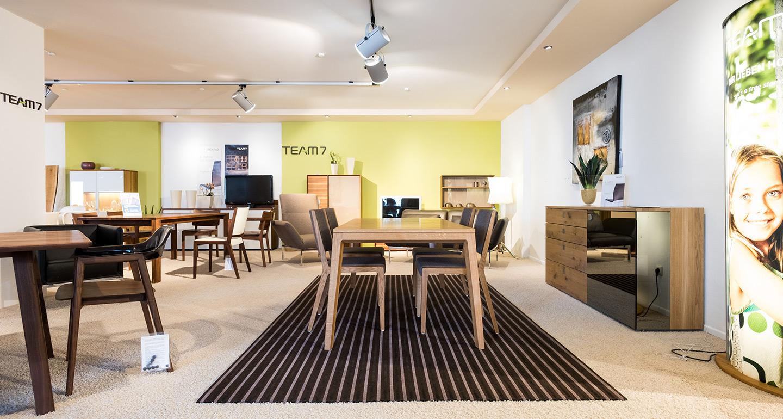 ausstellung team7 m bel braum. Black Bedroom Furniture Sets. Home Design Ideas
