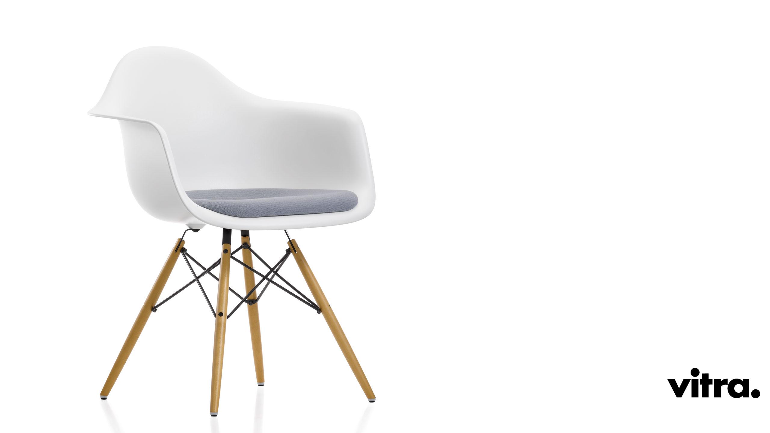 vitra plastic armchair daw m bel braum. Black Bedroom Furniture Sets. Home Design Ideas