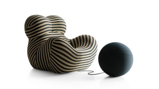 Up50 Sessel gestreift mit verbundenem Hocker